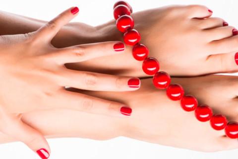 Ногтевой сервис в салоне красоты «Сан-Тропе»: маникюр и педикюр с покрытием гель-лаком, spa-процедуры для ногтей, укрепление ногтей IBX и не только! Скидка до 68%