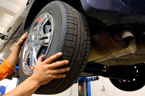 Шиномонтаж 4 колес автомобиля до 20 диаметра включительно в автосервисе «Меркурий». Скидка до 71%