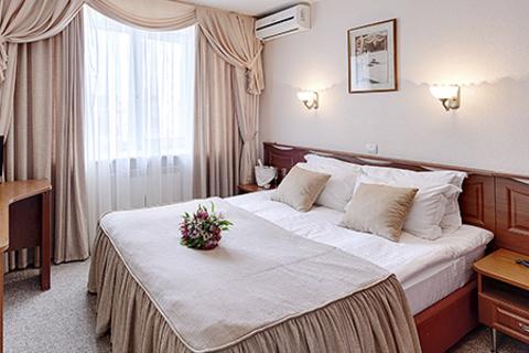 Отдых в Санкт-Петербурге в трехзвездочном премьер-отеле «Полюстрово».  Скидка до 56%