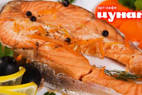 Скидка 50% на все меню кухни и напитки в арт-кафе «Цунами». Уютный интерьер, живая музыка, блюда европейской и японской кухни!