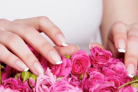 Скидка до 80% на комбинированный маникюр и педикюр от салона красоты «Мастерская красоты»: парафинотерапия, spa-процедуры, массаж и другое от КупиКупон
