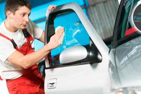 Комплексная химчистка салона, комплексная трехфазная мойка автомобиля, устранение неприятных запахов по технологии «Сухой туман» от автомойки Fastnshine. Скидка до 65% от КупиКупон