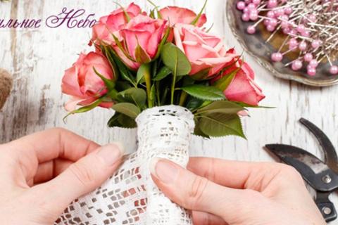 Мастер-классы по изготовлению свадебных букетов, коробочек с цветами и macarons, а также курсы флористики в студии «Ванильное Небо». Скидка до 72%