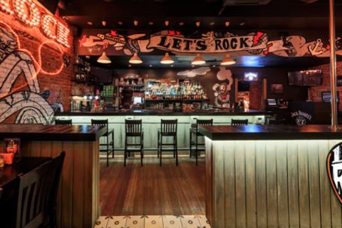 Forever Young! Скидка 50% на все напитки + скидка 30% на все меню кухни в кафе-баре Let's Rock