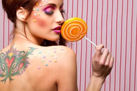 Перманентный макияж, художественные татуировки, татуировки-надписи, а также сеансы татуировки на определенное время в студии тату Black Note. Скидка до 82%
