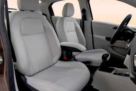 Комплексная химчистка автомобиля в автосервисе «Фаворит»: химчистка потолка, сидений, напольного покрытия, устранение неприятных запахов в салоне и не только. Скидка до 64%