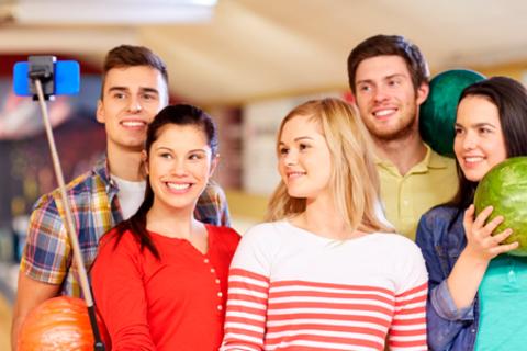 До трех часов боулинга или бильярда для компании до шести человек в будни, выходные и праздники в развлекательном комплексе Out Hall со скидкой до 52%