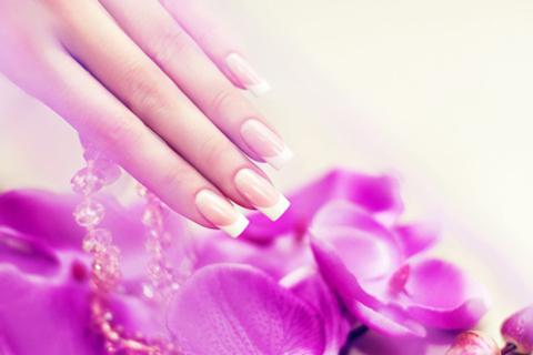 Маникюр с покрытием Shellac или OPI и наращивание ногтей в студии маникюра Nice Nails Studio.  Скидка до 75%