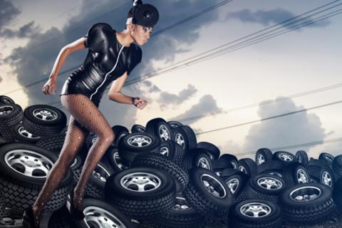 Шиномонтаж 4 колес + балансировка любых автомобилей с диаметром колес до 19 дюймов включительно и массой до 3,5 тонн от шиномонтажной мастерской «Шиномонтаж на Московском». Скидка 71%