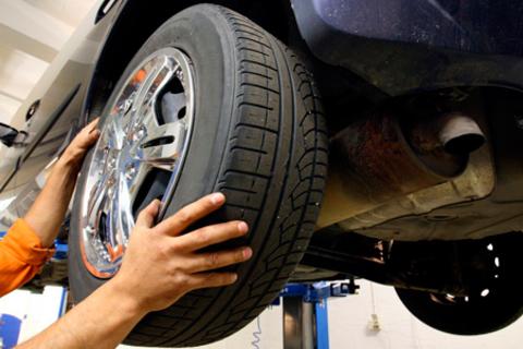 Шиномонтаж и балансировка 4 колес от R13 до R18 от автосервиса «Глобус-НН». Скидка до 64%