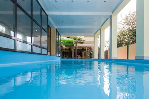 Отдых для двоих в Сочи в отеле «Пальма». 50 метров до пляжа, комфортные номера различных категорий, посещение бассейна, тренажерного зала, аренда мангала, беседки и не только. Скидка до 54%