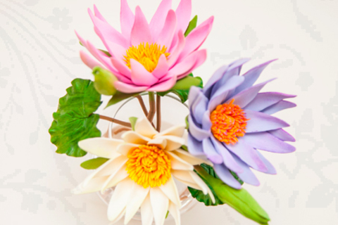 Мастер-классы по лепке из японской полимерной глины Claycraft by Deco: кашпо с розочками и ягодами, картина с тропическими цветами, интерьерная композиция и ободок из роз в студии SunFlower. Скидка до 55%
