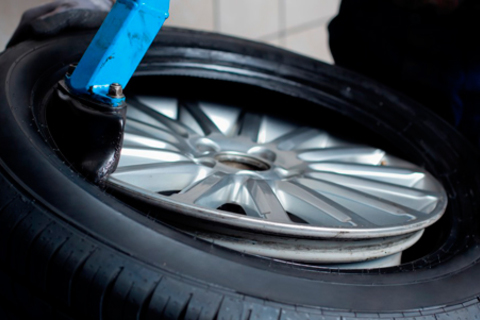 Шиномонтаж колес любого радиуса от шиномонтажной мастерской «Жук» со скидкой до 56%