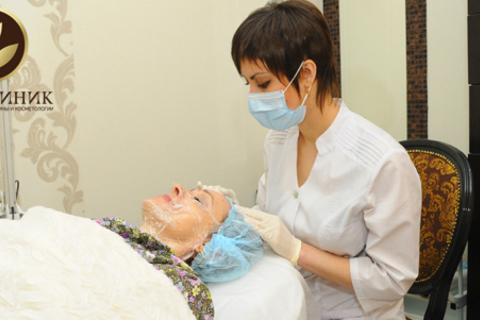 Инъекции гиалуроновой кислоты для лица, кистей рук, шеи в сети клиник «Новоклиник». Скидка до 87%