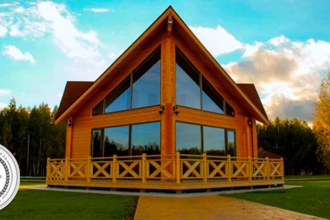 Отдых на берегу лесного озера с проживанием в домике на выбор с питанием или без в загородном отеле Woods Lake Resort. Скидка 50%