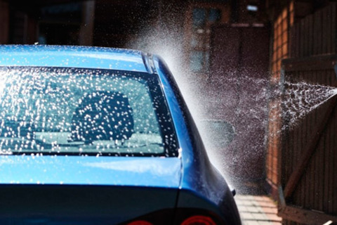 Комплексная мойка автомобиля + покрытие кузова жидким воском от «Автомойки на Родине» со скидкой 54%