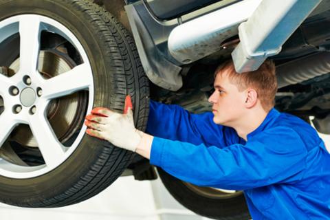 Шиномонтаж и балансировка колес от компании «Мото Шина». Скидка до 67%