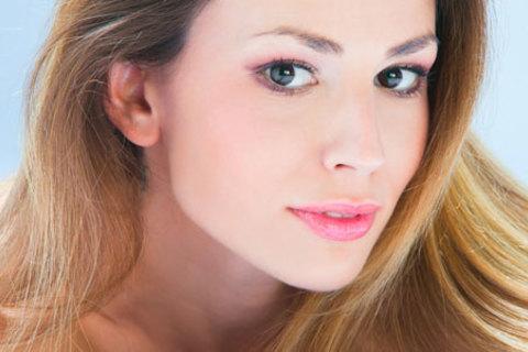 Испанский моделирующий массаж лица, шеи и зоны декольте в салоне красоты «Пикассо»: 3, 5 или 8 сеансов со скидкой до 77%