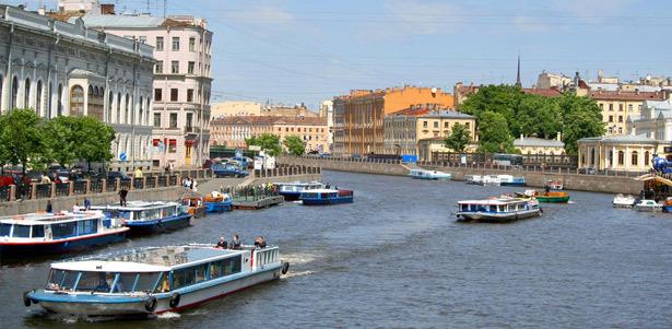 Дневные экскурсии по рекам и каналам Санкт-Петербурга от компании «Адмирал+» **со скидкой 50%**. Занимательные рассказы о городе с видом на Неву!