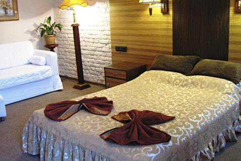 Проживание для 1 или 2 человек в мини-отеле «Васильевский остров» в самом центре Санкт-Петербурга. Номера «Эконом» и «Стандарт». Скидка 50%