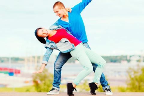 Обучение парному хастлу или вальсу «с нуля» в школе танцев Twice. 4, 8 или 12 занятий. Вы научитесь танцевать! Скидка до 74% от КупиКупон